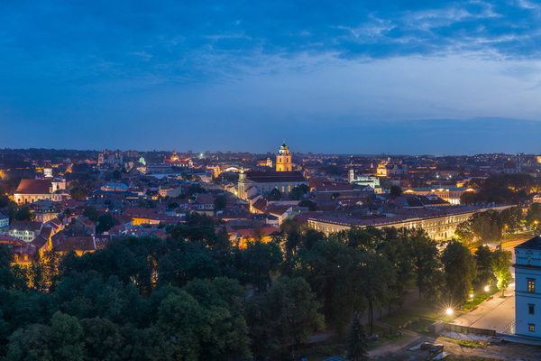 Thumb_vilnius_old_town_skyline_at_dusk__lithuania_-_diliff